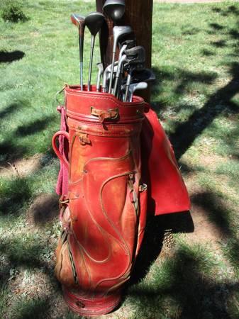 Photo LEFT-HANDED CLUB SET  RED VINTAGE LEATHER GOLF BAG - $50 (WOODLAND PARK)