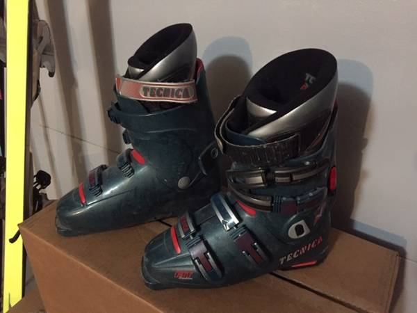 Photo MENS USED Ski Boots - GREAT VALUE - $50 (Black Forest)