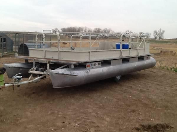 Photo Pontoon boat needs work - $1,800 (Wellington)