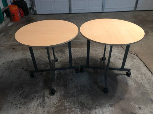 Photo Small retail store display tables - $35 (Barns  Oro Blanco)