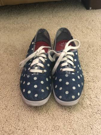 Photo Taylor Swift Blue  White Polka-dot Keds - $15 (North Gate and Voyager)