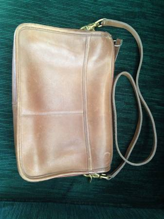 Photo Vintage Coach leather handbag - $19 (W. Garden of the Gods)