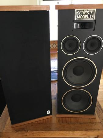 Photo Vintage RTR IVD Corinthian Tower Speakers - $350 (Woodmen and I25)
