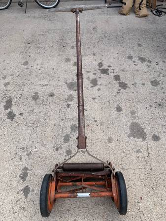 Photo Vintage craftsman push lawnmower - $45 (Circle Palmer Park)
