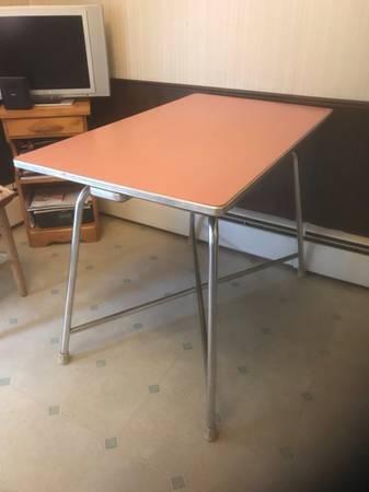 Photo Vintage kitchen table - $45 (Colorado Springs)