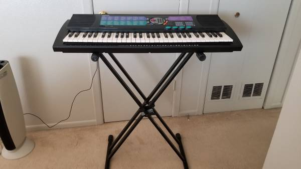 Photo Yamaha PSR-185 Keyboard 61 Keys with Stand - $30 (Colorado Springs)