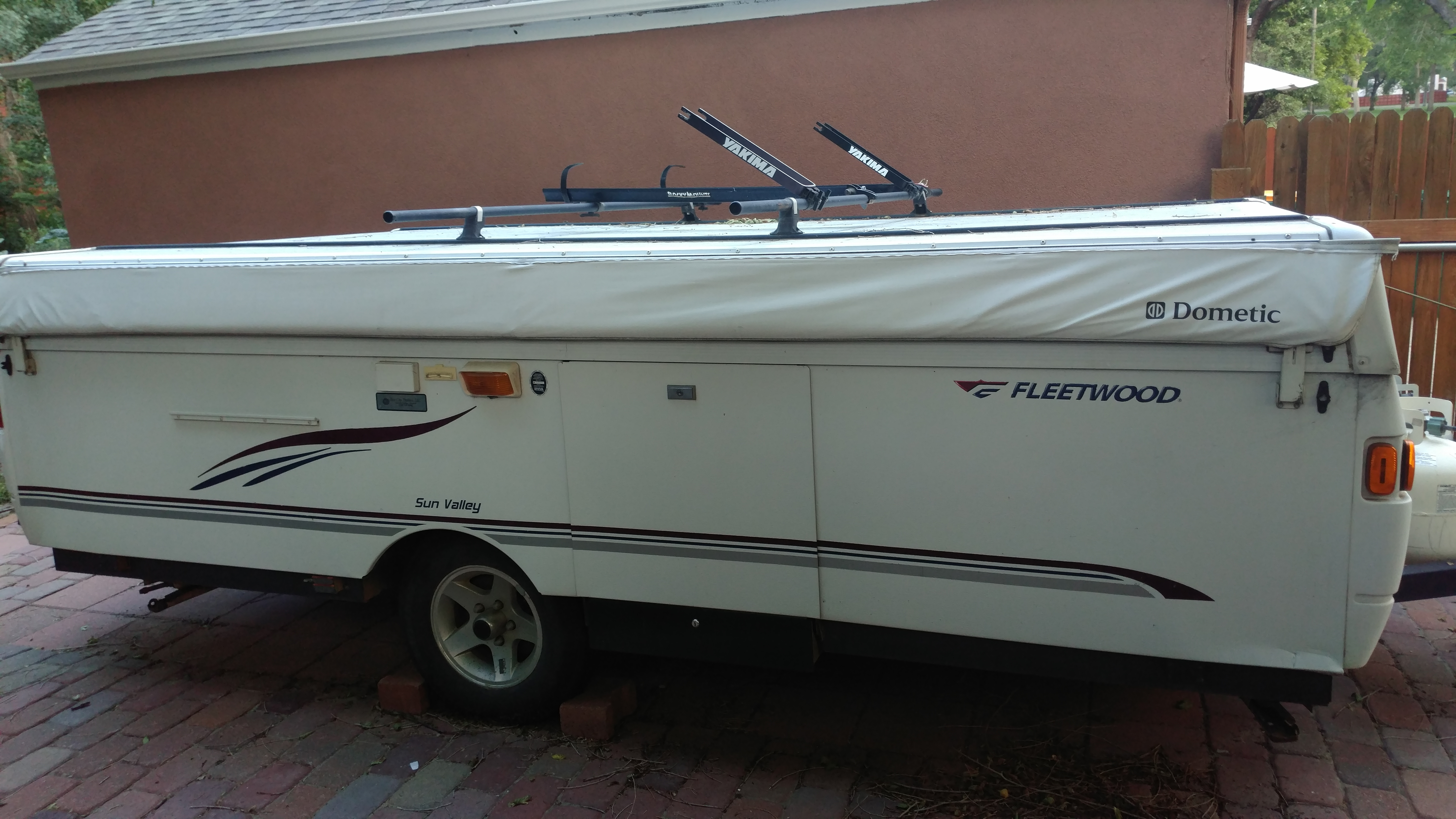 Photo Used 2006 Fleetwood Pop Up Cer RV  $5800