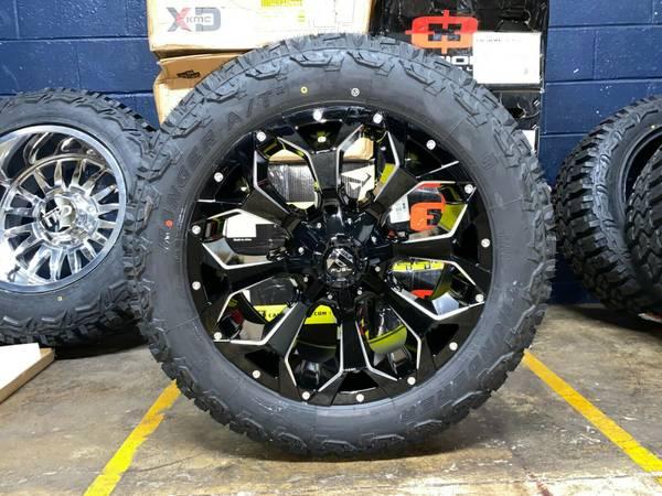 Photo 20x9 D576 Fuel Assault Black Wheels Rims 32quot AT Tires 5x5 Jeep Wrangle