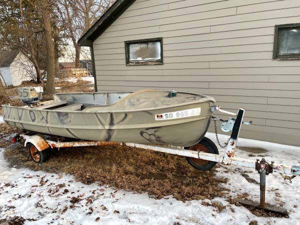 Photo Alumacraft boat and motor - $1,500 (Madison)