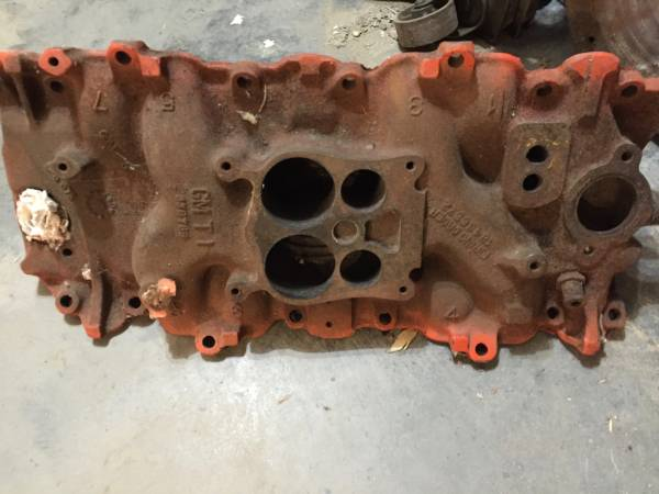 Photo Chevy Chevelle Monte Vette intake manifold - $18 (Sioux Falls)