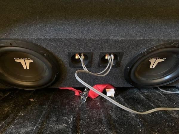 Photo JL Audio Subs w Box  Amp - $275 (Sioux Falls)