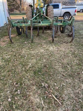 Photo John Deere 1600 Chisel Plow - $1,000 (Lake Park)