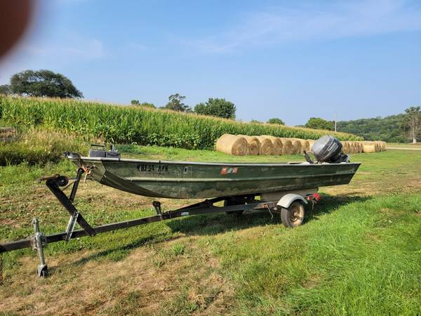 Photo Jon Boat 18 foot Alumacraft - $3,800 (NE Nebraska)