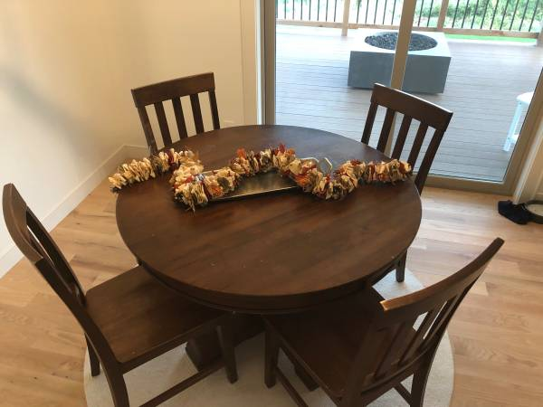 Photo Pottery Barn Table  Chairs - $550 (Sioux Falls)