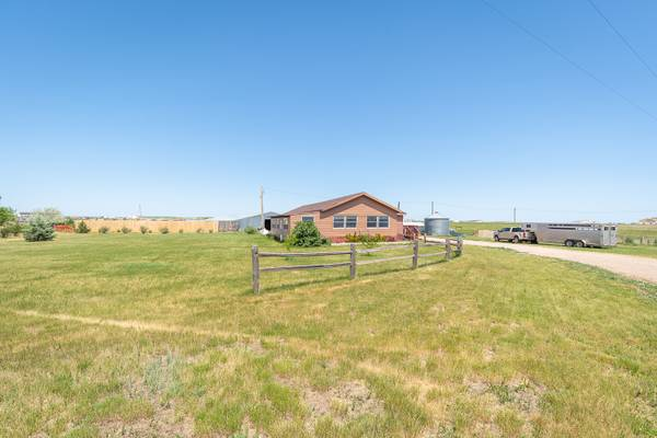 Photo UNDER CONTRACT Perfectly placed horse haven on 20 acres (Rapid City)