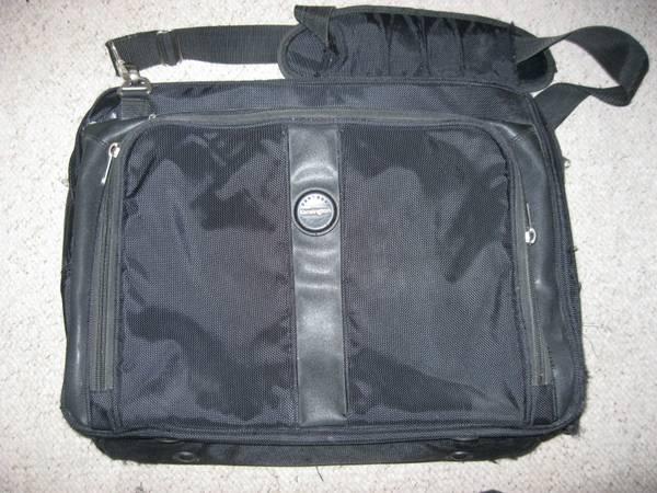 Photo $100 Kensington Contour Pro 15quot Laptop Bag - Heavy Duty, 5 Pockets - $29 (Richardson)