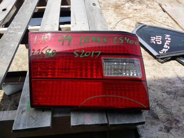 Photo 1999 Lexus LS400 Left Trunklid Light - $25 (Grand Prairie)