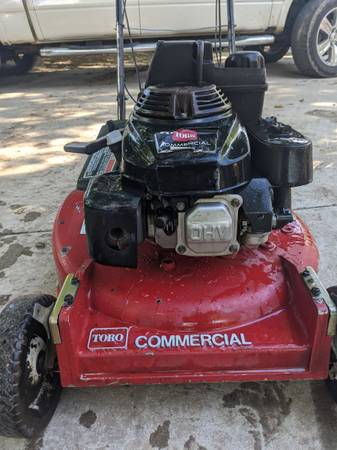 Photo 2x Commercial Toro Mowers powered by Honda - $1,100 (Red Oak)