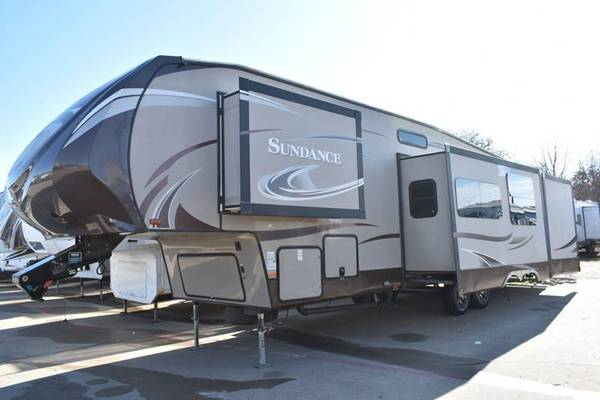 Photo $6000 DOWN GETS YOUR RV 2ND CHANCE RV FINANCING - $6000 (BURLESONTX)
