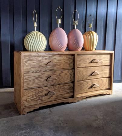 Photo 80s Ziggurat Oak Dresser VINTAGE - $299 (4250 McEwen)