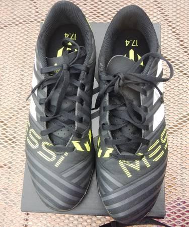 Photo Adidas Nemeziz Messi 17.4 TF Indoor Soccer Cleats, Size 7 - $10 (EULESS)