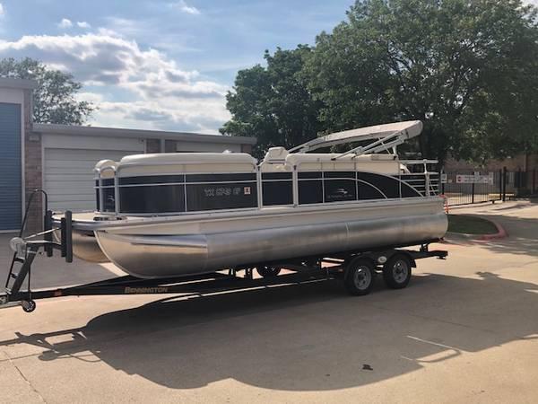 Photo Bennington Pontoon 22 FT Boat  LIKE NEW  - $40,995 (PLANO)