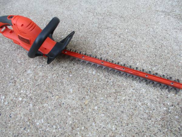 Photo Black and Decker 22in. hedge trimmer - $30 (Rockwall)