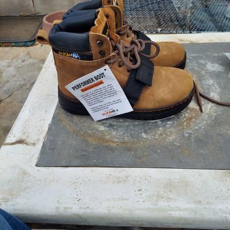 Photo Boots cougar paws - $150 (Arlington)