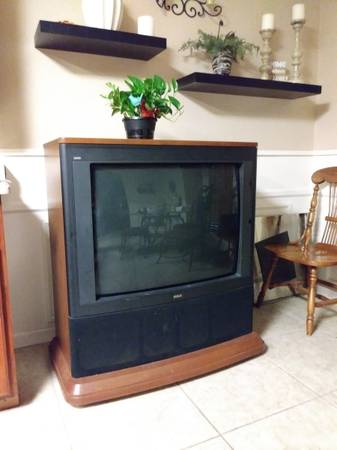 Photo Free Console TV - needs repair (Red Oak)