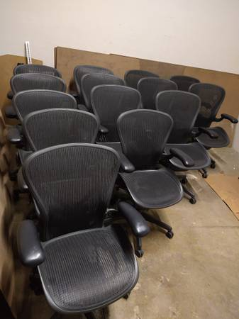 Photo Herman Miller Aeron office chairs - $400 (Dallas)