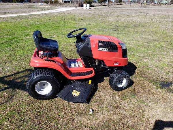 Photo Huskee riding mower - $475 (Farmersville)