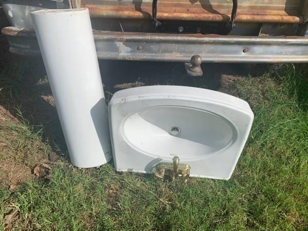 Photo Kohler Pedestal Sink - $75 (Granbury)