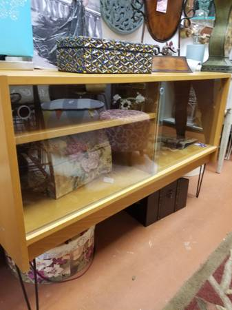 Photo MCM Wooden Glass front Stand - $125 (N. Arlington)