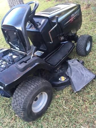 Photo Murray riding lawn mower - $425 (Dallas)