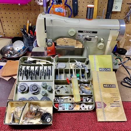 Photo NECCHI SUPER NOVA SEWING MACHINE - $285 (Cleburne)