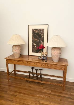 Photo Oak Ranch Style Organic Modern Console Table Sofa Table VINTAGE - $299 (4250 McEwen)