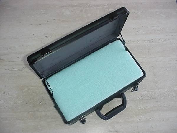 Photo PISTOL CASE small green powder coated aluminum case - $24 (Dallas)
