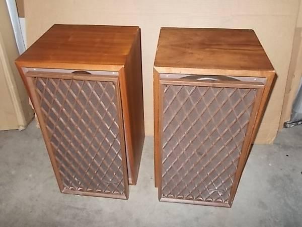Photo Rare Realistic Nova 7B Stereo Speakers Nice Vintage - $60 (Euless)