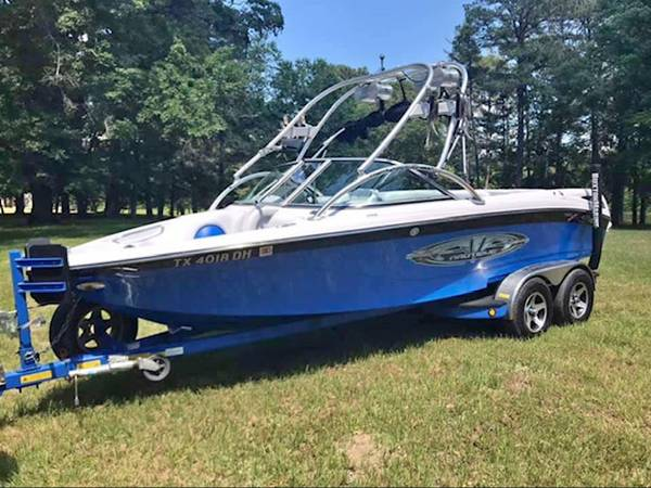 Photo Ski Boat Air Nautique Wake board Boat - $29500 (Brownsboro)