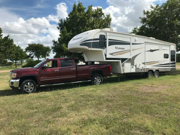 Photo TOW VEHICLE  5TH WHEEL RV - $1 (CLEBURNE)