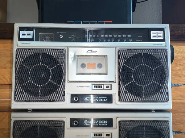 Photo Vintage Pioneer SK-11 Portable AMFM Stereo Radio Works - $100 (Frisco)