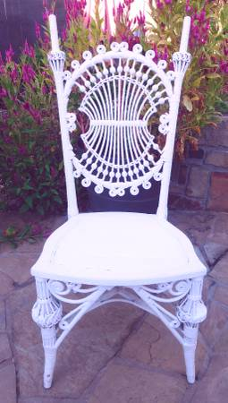 Photo Vtg Wicker Chair White Shabby Chic Rattan Cane Bent Wood Victorian Gar - $95 (Bedford)