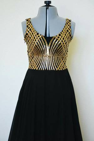 Photo Women formal dresses size 104 and small (Cbell,Tx)