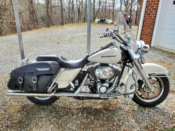 Photo 2000 Harley-Davidson Road king custom - $7,500 (christiansburg)