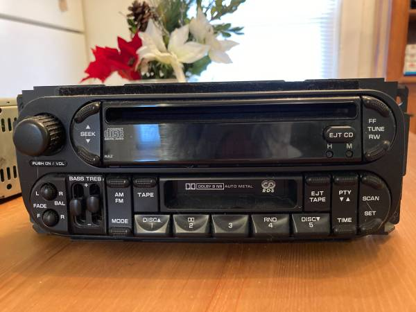 Photo Dodge Dakota and RAM 2003 Truck AM FM CD Player Radio - $50 (South Boston, VA)