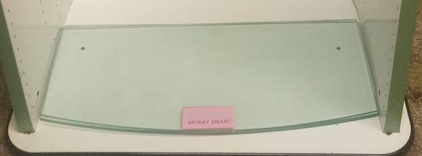 Photo White cabinet or display Brittney Spears showcase with 6 glass shelves - $45 (Bassett)