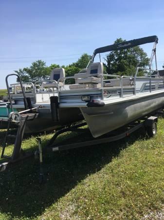 Photo 18 fishing pontoon boat wtrailer - $6,950 (Indian Lake Ohio)