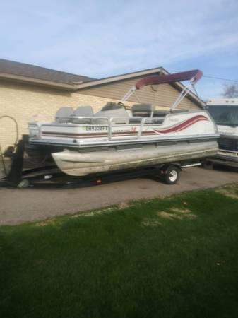 Photo 18 ft Bass Buggy Pontoon - $9,000 (Tipp city)