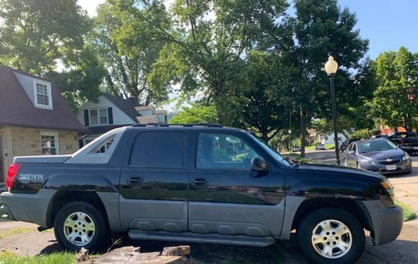 Photo 2002 CHEVY AVALANCHE - $4,500