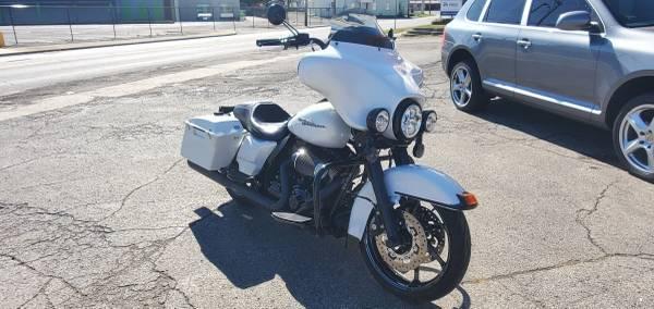Photo 2011 Harley Davidson Electra Glide - $13,500 (Muncie)
